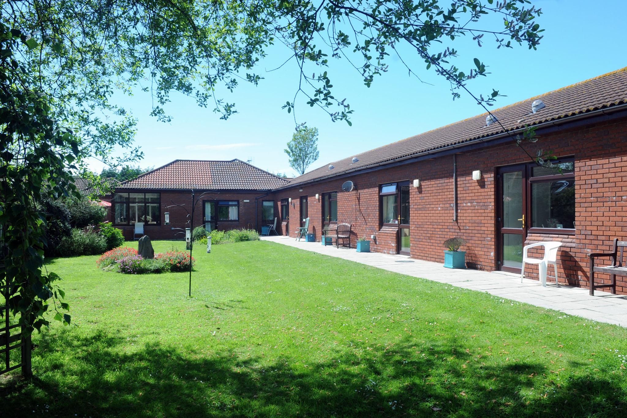 Manorfield Residential Home Garden / Walkway